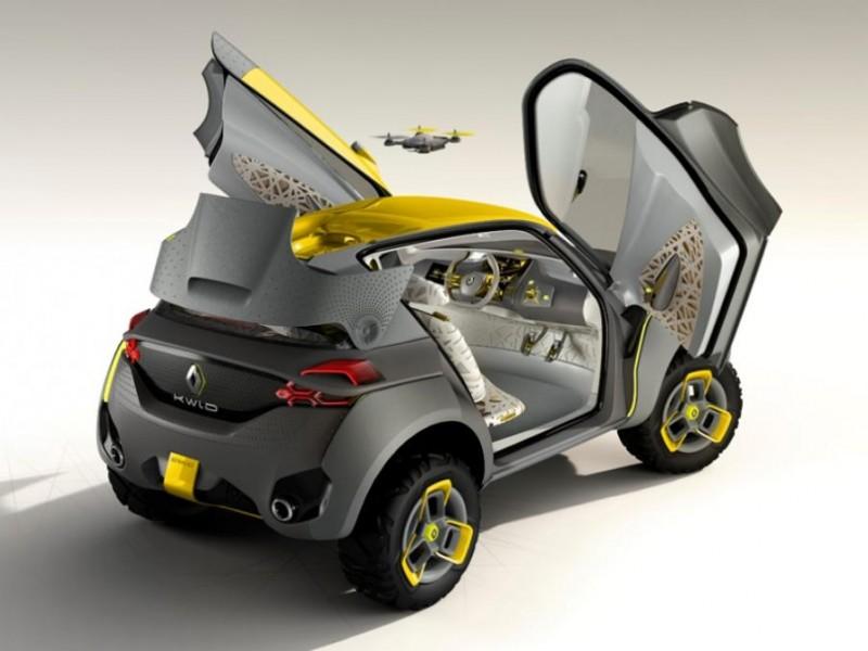 auto z dronem