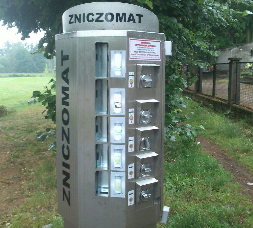 ziczomat na cmentarzu czyli znicze z automatu