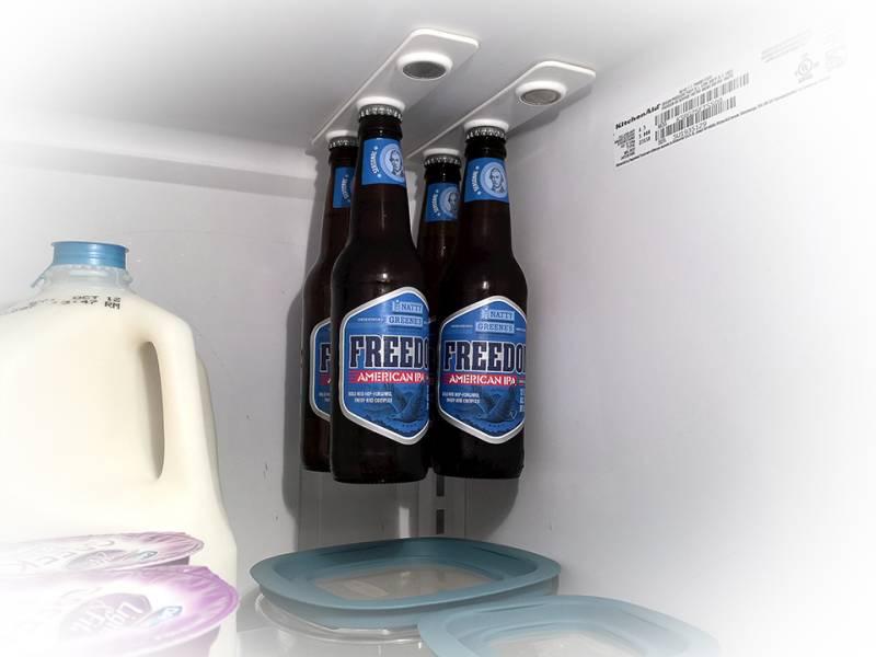 madnes w lodówce na butelki