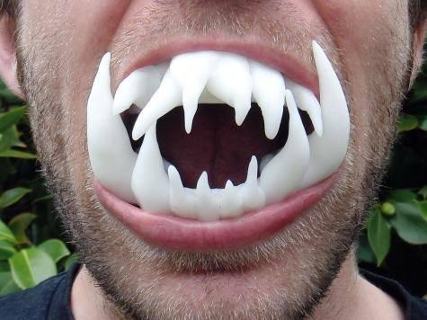 zęby wampira wilkołaka