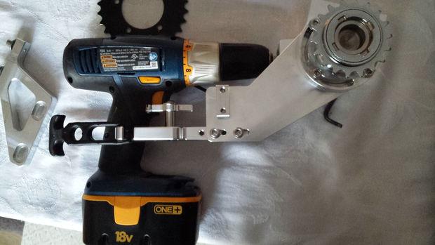 mocowanie wiertarki z mechanizmem przekładkowym
