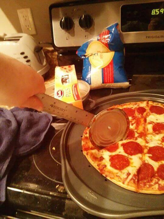 krajalnica do pizzy linijka plus wieczko od puszki