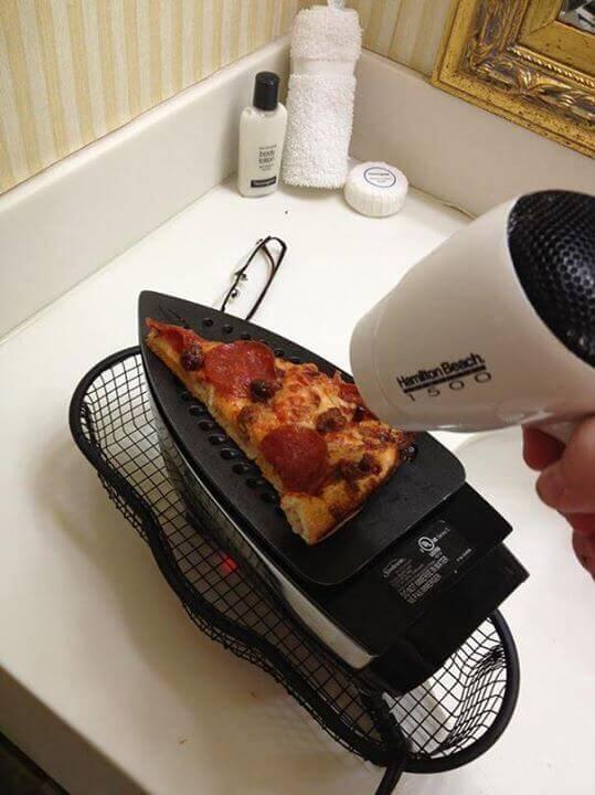 podrzewanie pizzy na żelazku
